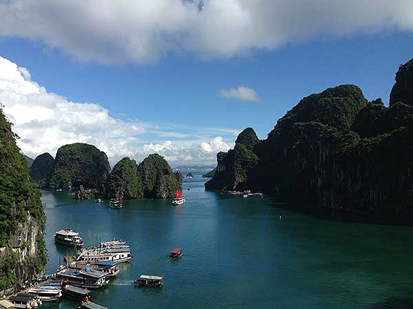 https://www.viajedechina.com/pic/asia-cover-pic/vietnam/halong-bay-01.jpg