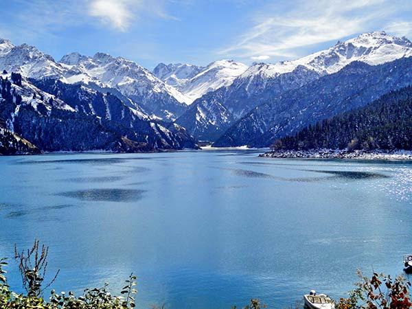 Lago Tianchi del Tian Shan