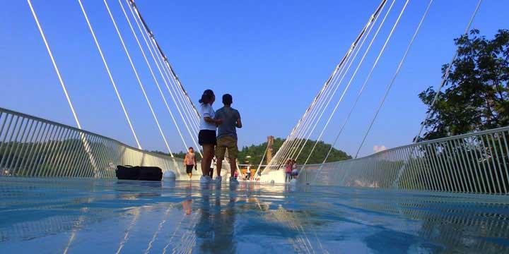 el puente de cristal de gran cañón de zhangjiajie