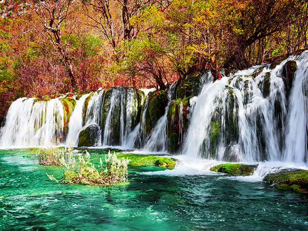 https://www.viajedechina.com/pic/city/chengdu/attractions/Jiuzhaigou-Scenic-Area-13.jpg