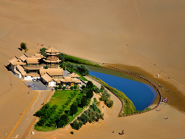 https://www.viajedechina.com/pic/city/dunhuang/attractions/Misha-Hill-and-Cresent-Spring-04.jpg