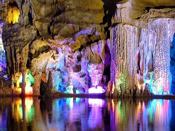 Cueva de Flauta de Caña