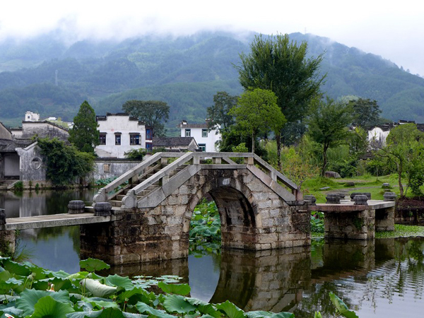 https://www.viajedechina.com/pic/city/huangshan/attractions/chengkan-village-06.jpg