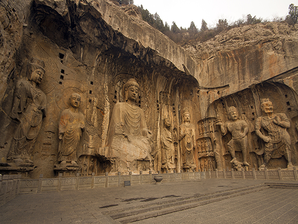 https://www.viajedechina.com/pic/city/luoyang/attractions/Longmen-Grottoes-4.jpg