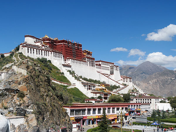 https://www.viajedechina.com/pic/city/tibet/lhasa/attractions/Potala-Palace-8.JPG