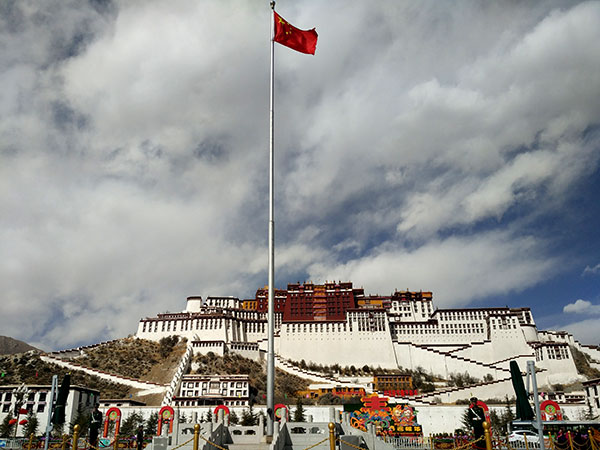 https://www.viajedechina.com/pic/city/tibet/lhasa/attractions/Potala-Palace-9.JPG