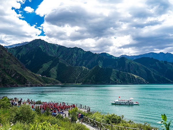 https://www.viajedechina.com/pic/city/urumqi/attractions/Tianchi-Lake-1.jpg