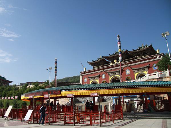 https://www.viajedechina.com/pic/city/xining/attractions/taersi-02.jpg