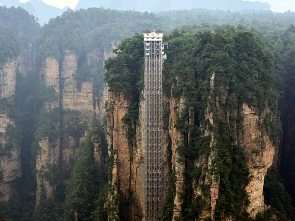 https://www.viajedechina.com/pic/city/zhangjiajie/attractions/bailong-elevator-2.jpg