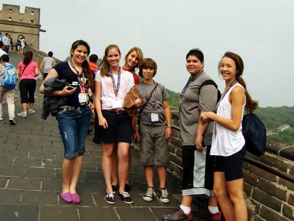 son-los-chinos-amigos-con-los-visitantes-extranjeros-01