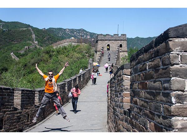 son-los-chinos-amigos-con-los-visitantes-extranjeros-03